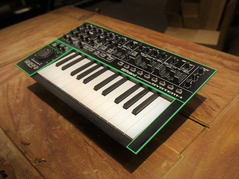 Begagnad Roland System-One synt, 3999:-