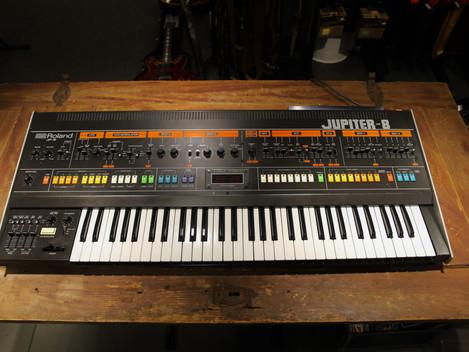 Nu har vi fått in en Roland Jupiter-8 hos Musikbörsen i Göteborg