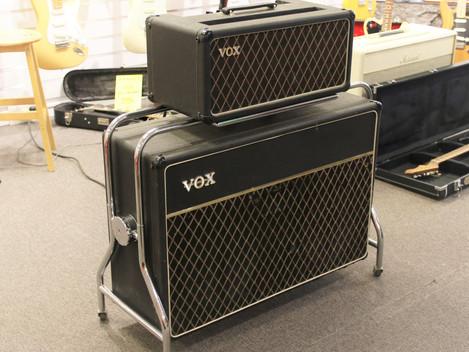 Begagnad Vox AC 50 i ställning från 60-talet. 14999:-
