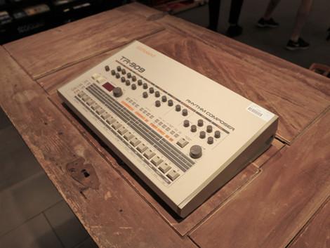 Nu har vi en Roland TR-909 hos Musikbörsen i Göteborg
