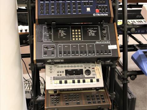Nu har vi många fina vintage Trummaskiner i Göteborgsbutiken