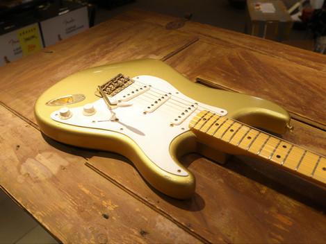Begagnad Fender Custom Shop 1956 Strat Shoreline Gold Relic, 27999:-
