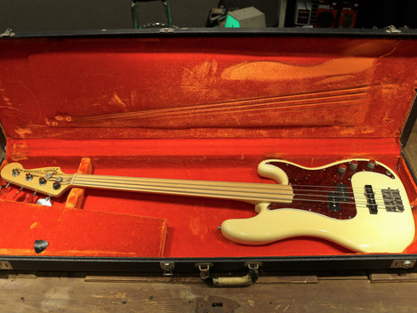 Begagnad 1978 Fender Precision fretless bass, 19999:-