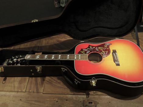Begagnad Gibson Hummingbird i nyskick från 2019, 27999:-