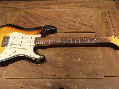 Nu har vi en orginal  Pre-CBS Fender Stratocaster i lager i Göteborgsbutiken.