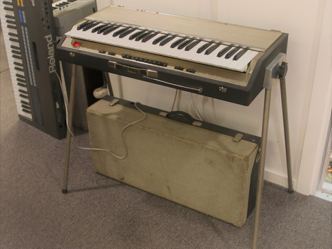 Nu har vi en Klavinett/Klavitron Orkester IE 40 tillverkad i Göteborg på 60-talet, 3999:-
