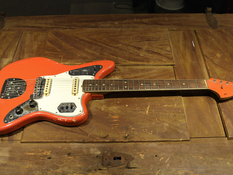 Begagnad Orginal Fender Jaguar från 1965 i Fiesta Red. 99999:-