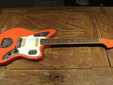 Begagnad Fender Jaguar i färgen Fiesta Red från 1965, 99999:-