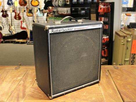 Begagnad Rickenbacker TR35B från 1980 hos Musikbörsen
