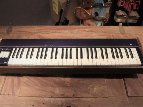 Begagnad Crumar Compactpiano från 1973, 2999:-