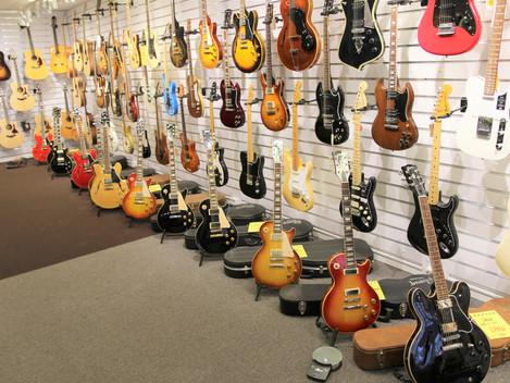 Nu är Göteborgsbutiken helt fullproppad med begagnade Gibsons, välkommen