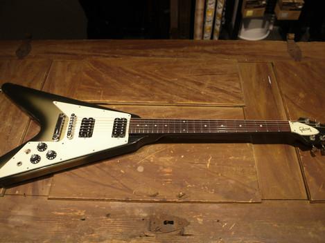 Begagnad Gibson Flying V Silverburst 1982 hos Musikbörsen i Göteborg 49999:-