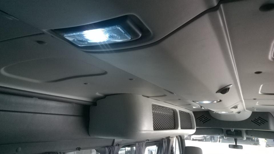 Iluminação LED, bagageiro e Ar-Cond.