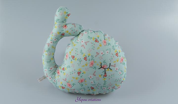 Yapou Créations - Coussin baleine - A fleurs