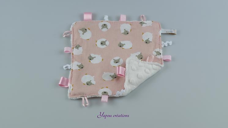 Yapou Créations - Doudou plat carré - Moutons roses