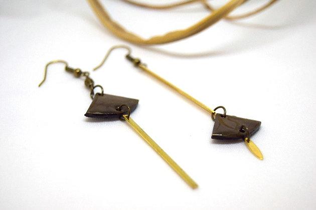 Atelier de Lynie - Boucle d'oreilles asymétriques Taupe