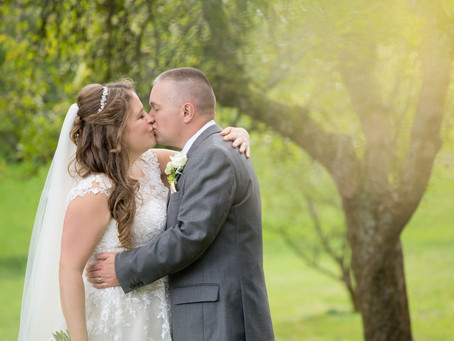 Carly & David: a green and white wedding with wonderful woodland touches