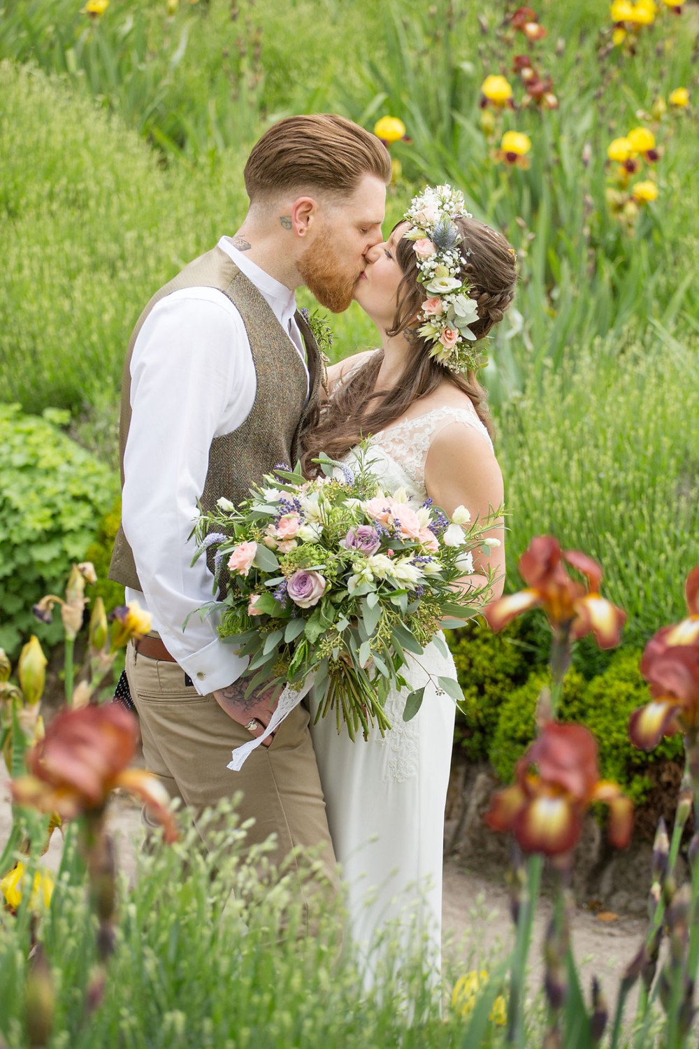 Helen England Photography | Bride and groom kissing | Flower Crown | garden wedding