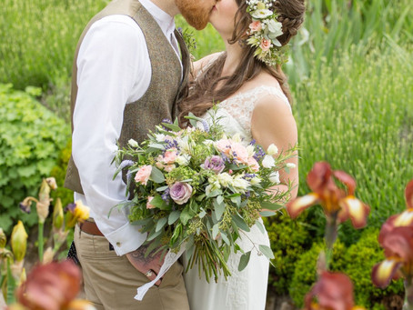 Chris & Laura: a gorgeous English pub garden wedding