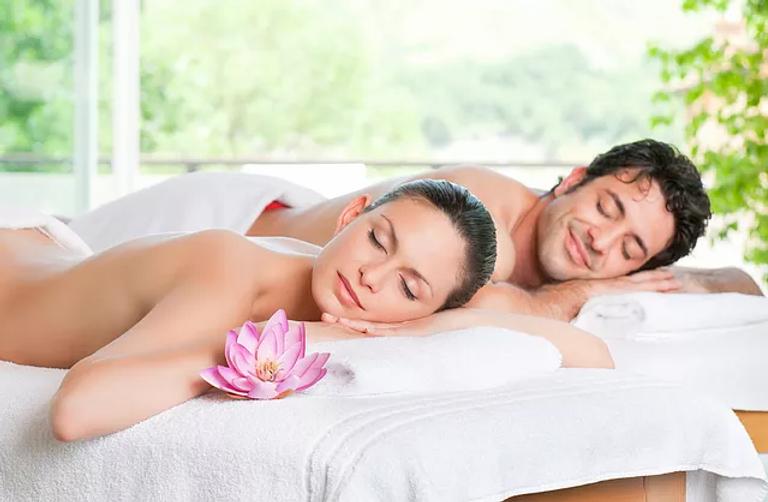 couples massage 2.webp
