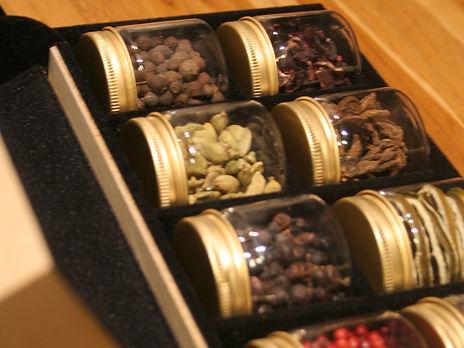 box kit 8 botanicos para drinks de gin tonica