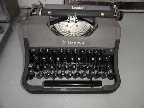 1950's UNDERWOOD PORTABLE TYPEWRITER