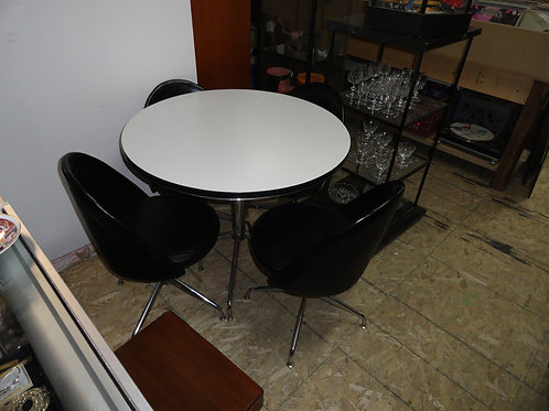 **MINT** Mid-Century Modern Table & Chairs Set