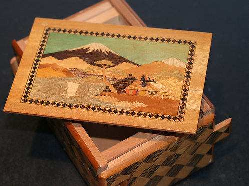 JAPANESE WOODEN PUZZLE BOX