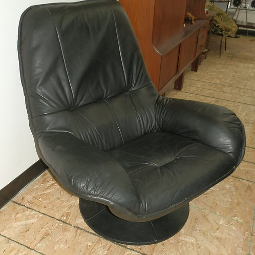 SCANDINAVIAN MID-CENTURY BLACK LEATHER CHAIR