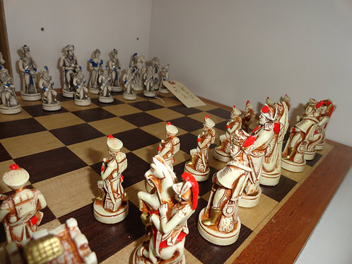 BEAUTIFUL HAND PAINTED/CARVED NIGRI CHESS SET