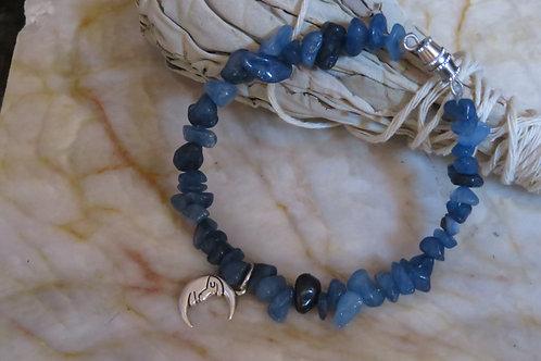 Blue Dyed Quartzite Chip Moonmen (47) - Charm Bracelet : Beaded