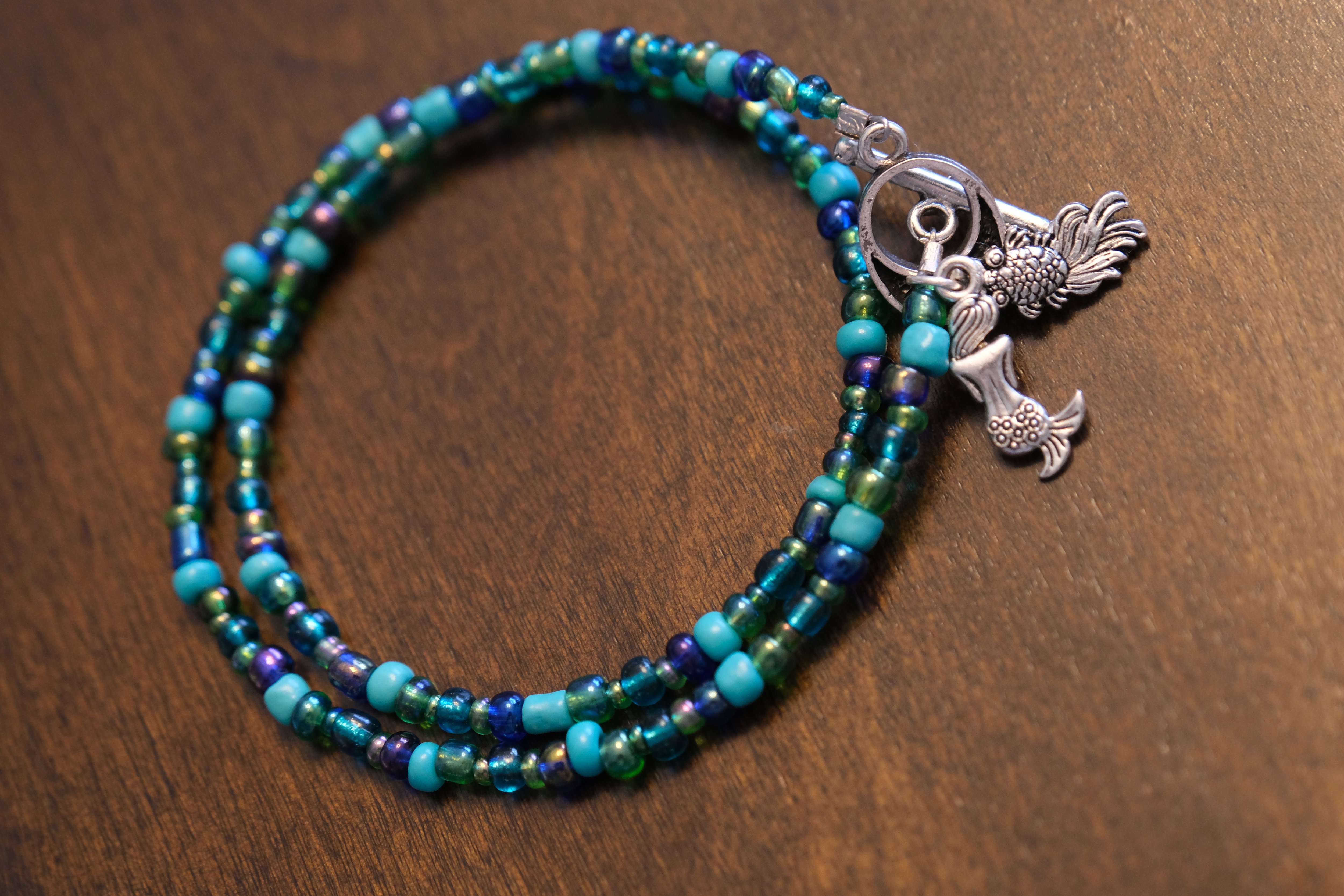 201799 Teal Glass and Silver Wood Bracelet with 3 Charms and Heart Toggle and Matching Earrings Set