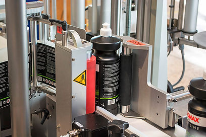 Wrap-around module for labelling cylindrical bottles