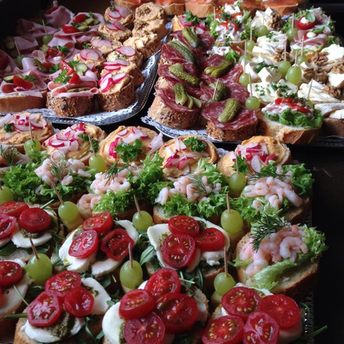 I`ve been on tour for years, thats why I like this photo of the catering at my 60th birthday. Ali Kh