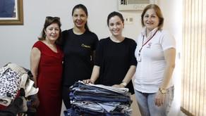 Acadêmicos de Pedagogia UNIPAR arrecadam roupas para instituições filantrópicas