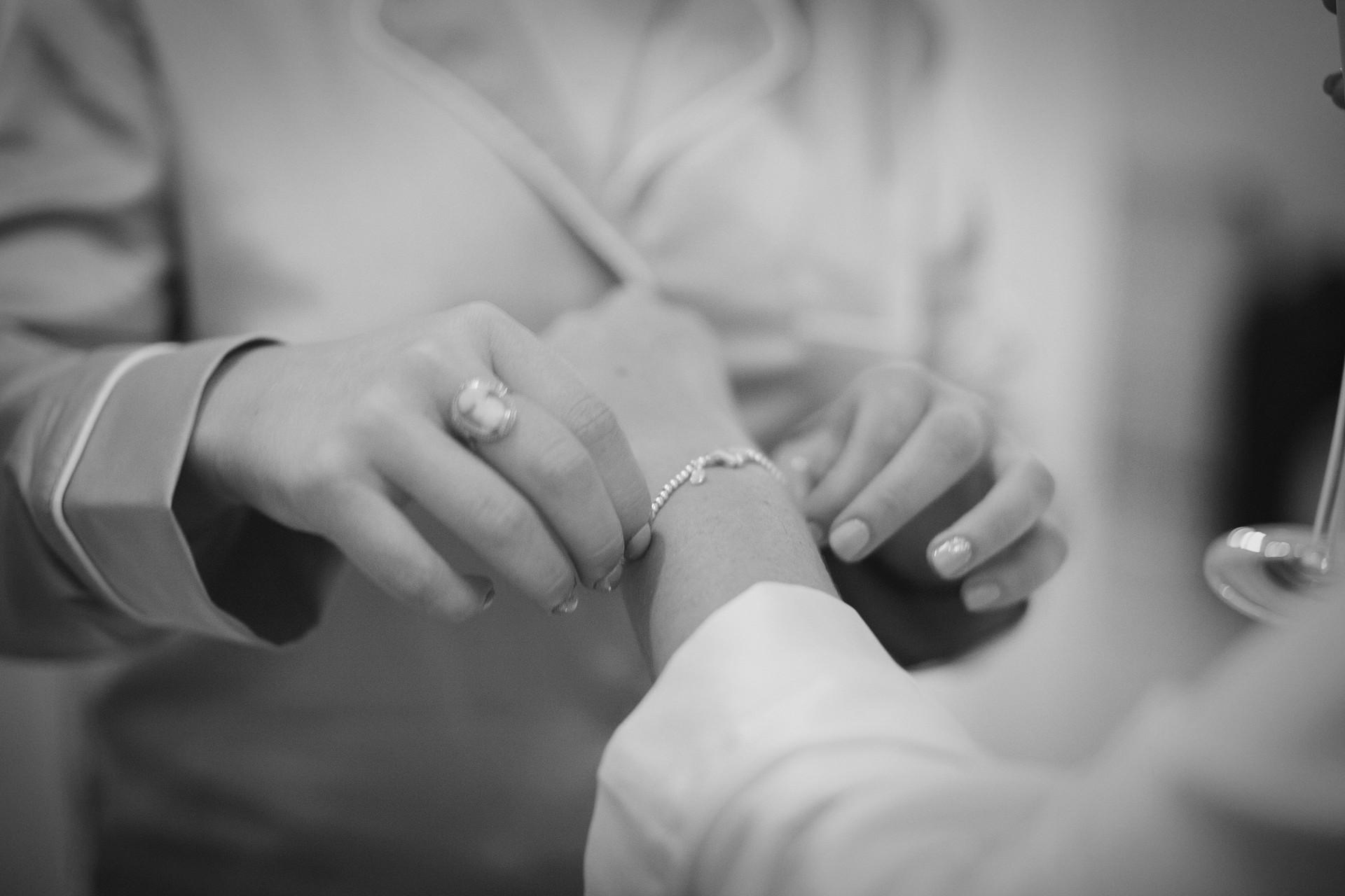01_Bridal_Prep-22.jpg