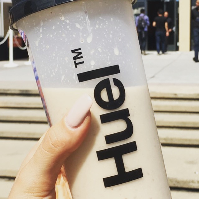The Raw Gym tests the mixability of Huel shakes
