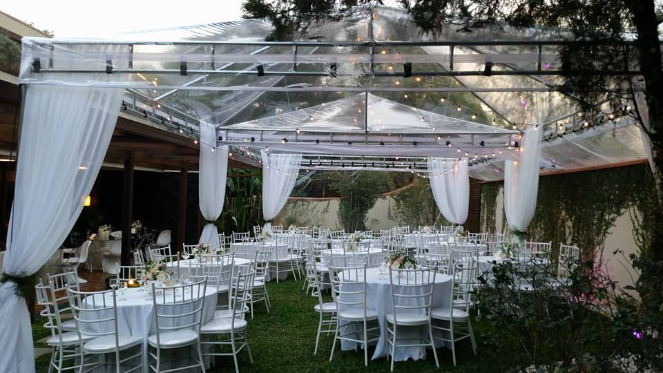 Jardim com tenda de cristal ...