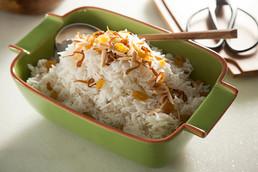 אורז בסמטי עם שקדים קלויים, צימוקים ובצל מקורמל