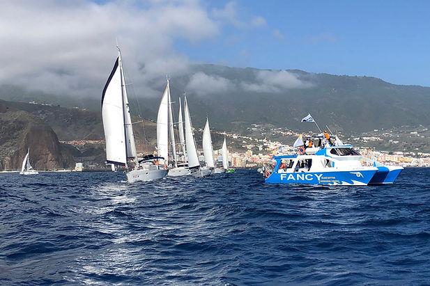 Voiliers en flotille au départ de la traversée de l'océan atlantique