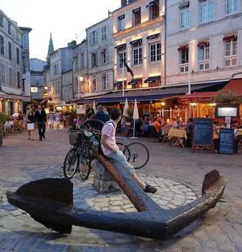 La-Rochelle-Place-de-la-chaine_imagelarg