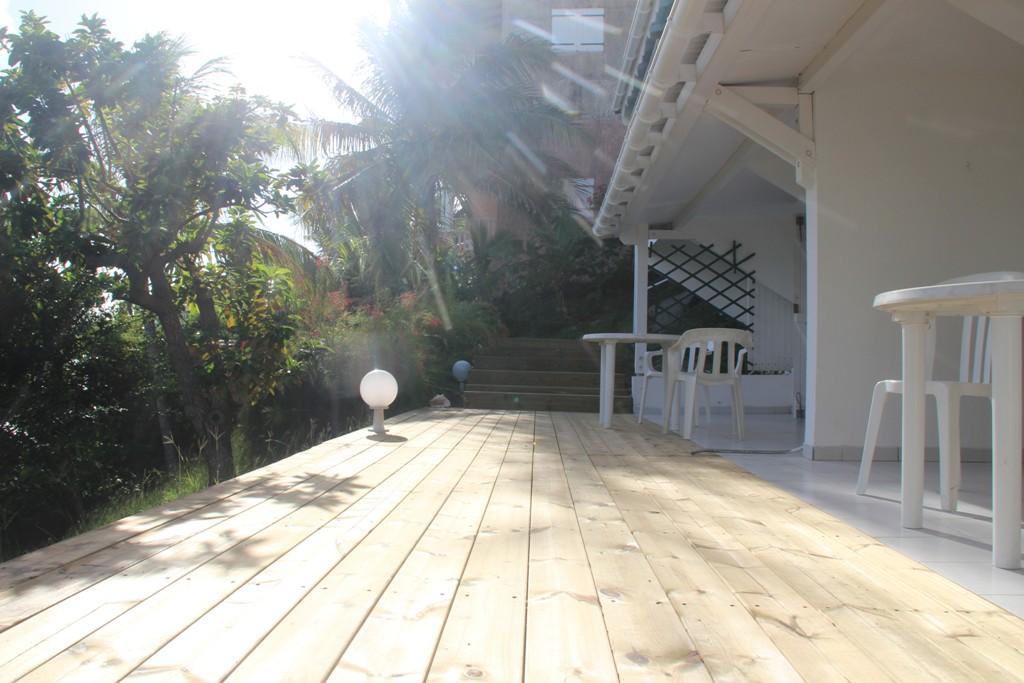 studio B3-B2 terrasse1 saint francois.jpg