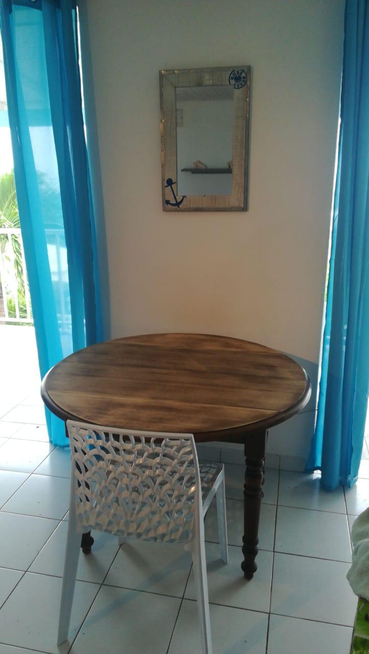 H4 nouveaux rideaux table refaite