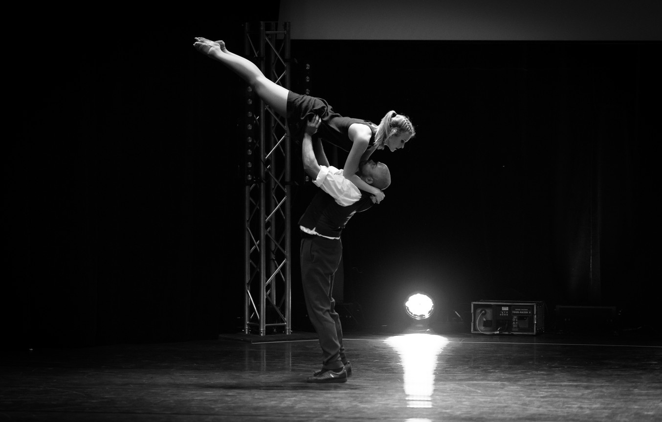 dance air on stage