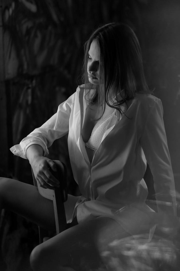 Sensual Portrait of Luisa for Swan Fine Art Magazine