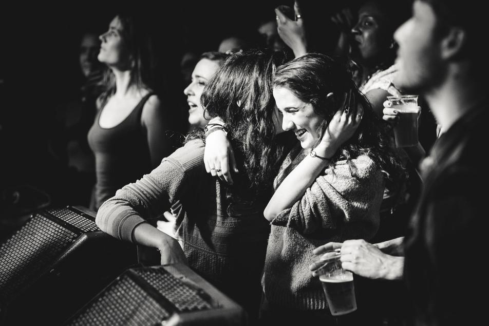 Concert musique public heureux