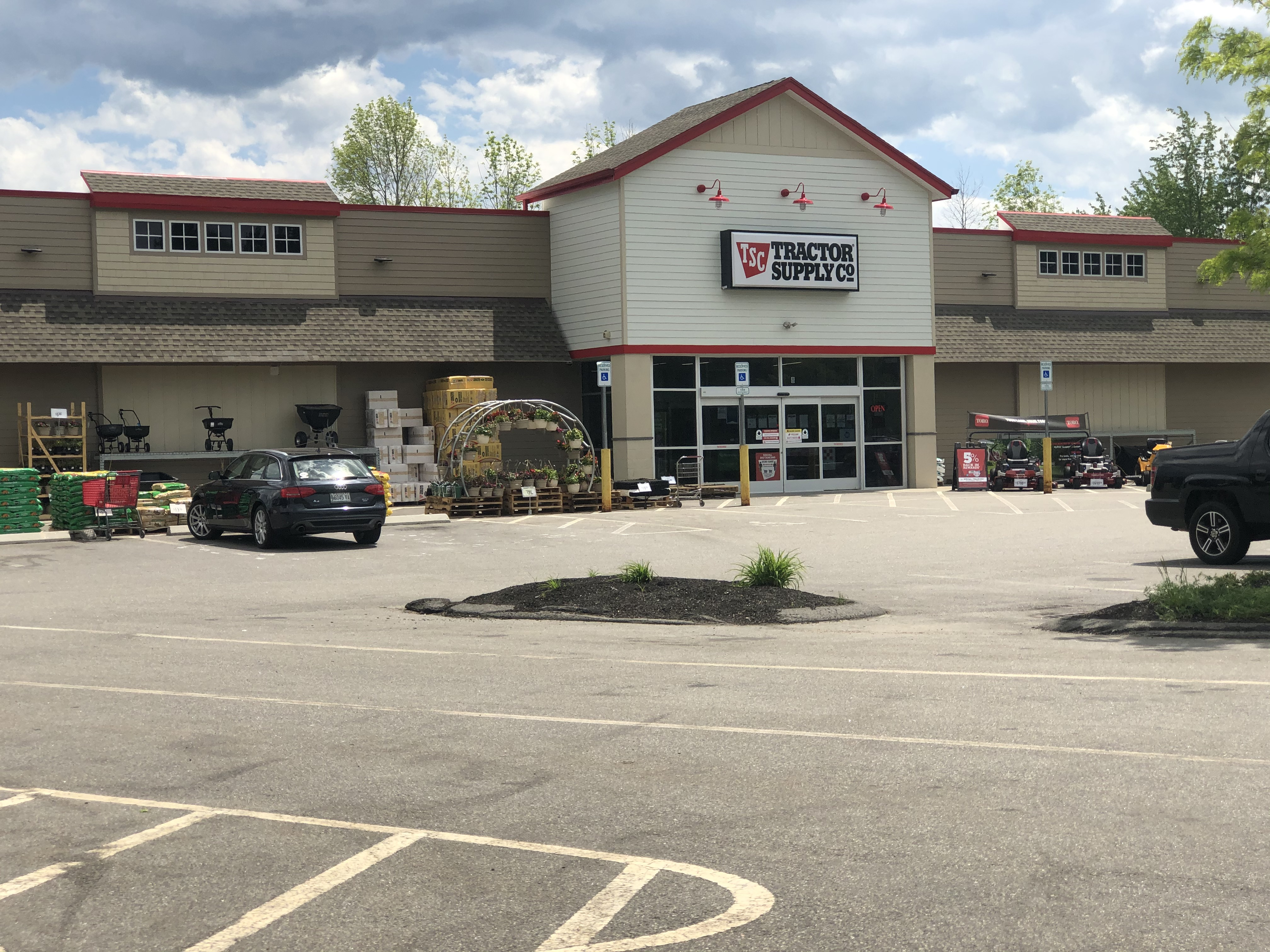 Greenland NH Tractor Supply