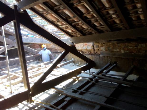 Obras de restauração da estrutura do telhado, autorizadas pelo IPHAN