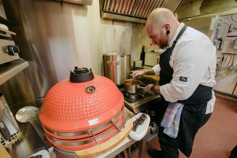 Manuel Araguas en las cocinas de Zoca