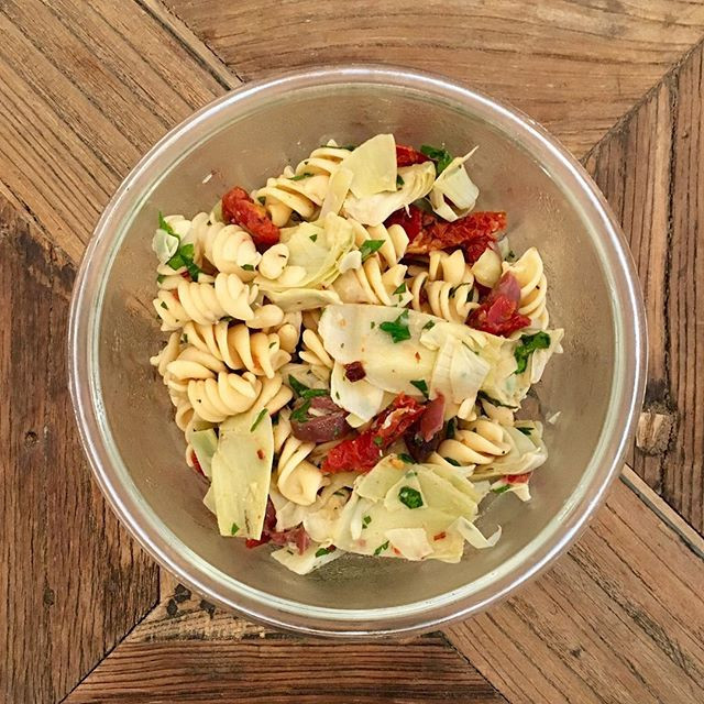 Vegan Sundried Tomato Pasta Salad